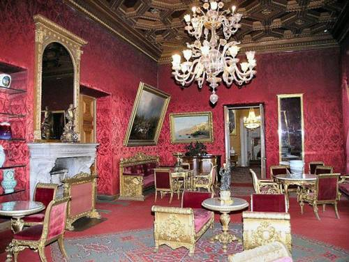 Photo. The raspberry drawing room of the Palace of Grand Duke Vladimir Alexandrovich.